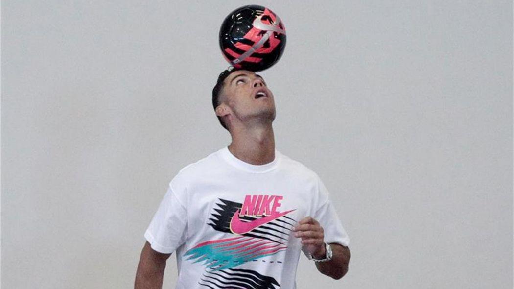 Cristiano Ronaldo recuerda entre jóvenes en Singapur sus humildes inicios