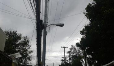 Moradores de Miraflores denuncian tres días sin electricidad por avería
