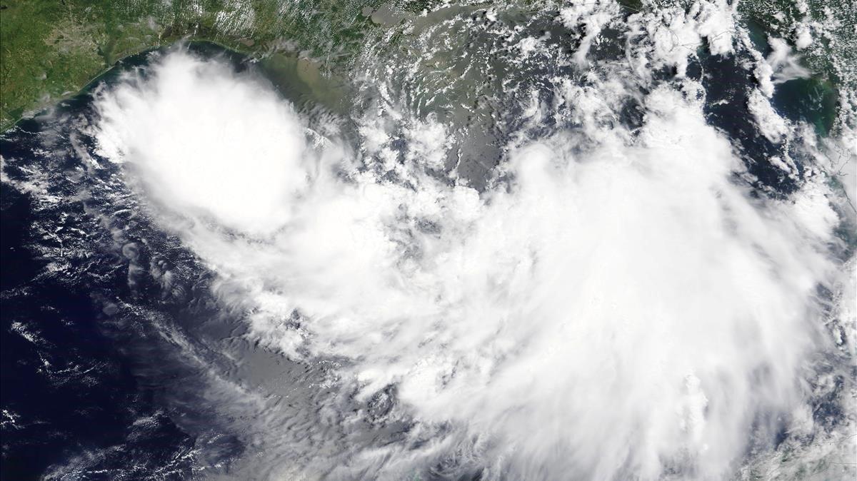 Barry se acerca lentamente a Luisiana y será huracán este sábado