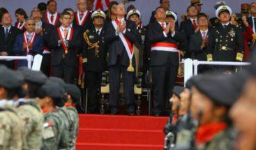 Delegaciones de Suramérica y medallistas se lucen en desfile militar en Perú
