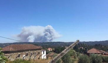 Dos incendios en el centro de Portugal movilizan a medio millar de bomberos