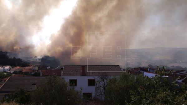 Tres campings son desalojados en el sur de Francia por un incendio