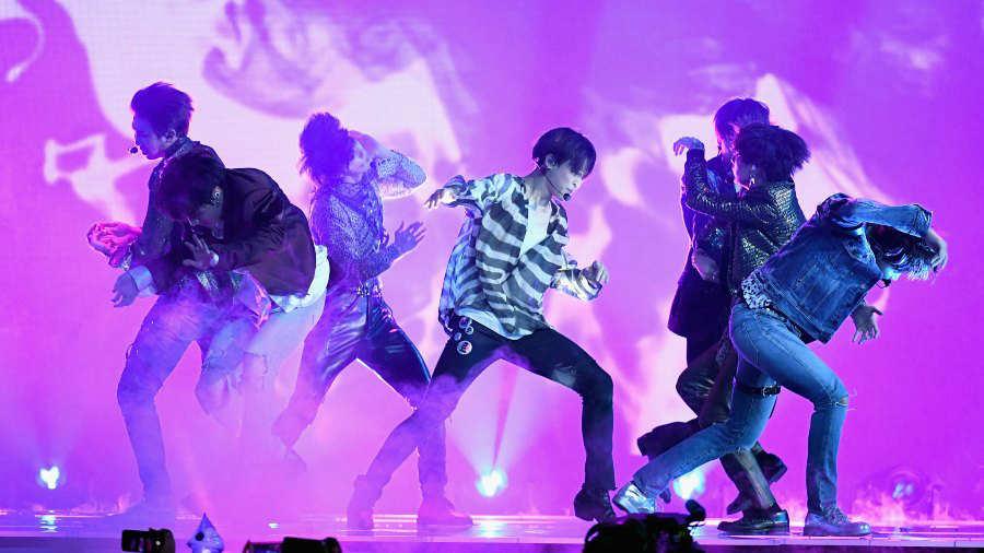 La exitosa banda de K-Pop BTS anuncia su retirada temporal de los escenarios