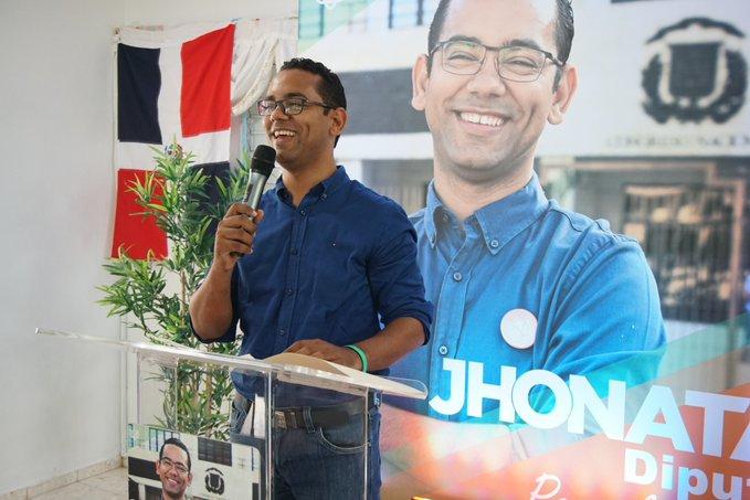 Jonathan Liriano presenta su candidatura a diputado