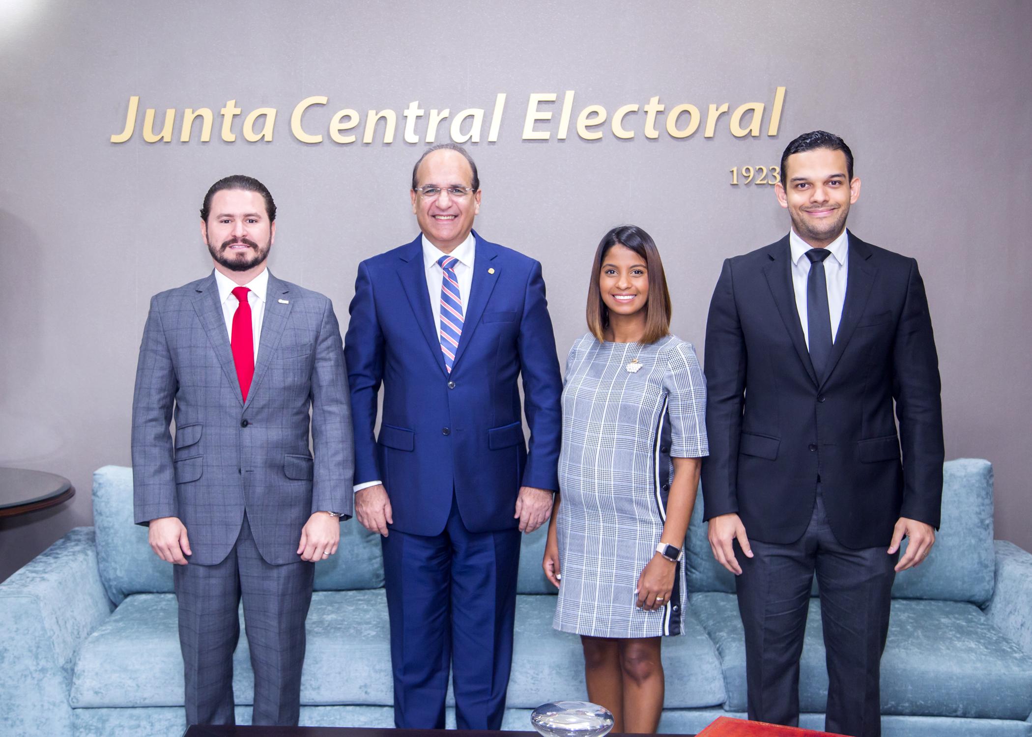 Presidente JCE recibe visita de ANJE para tratar temas del calendario electoral