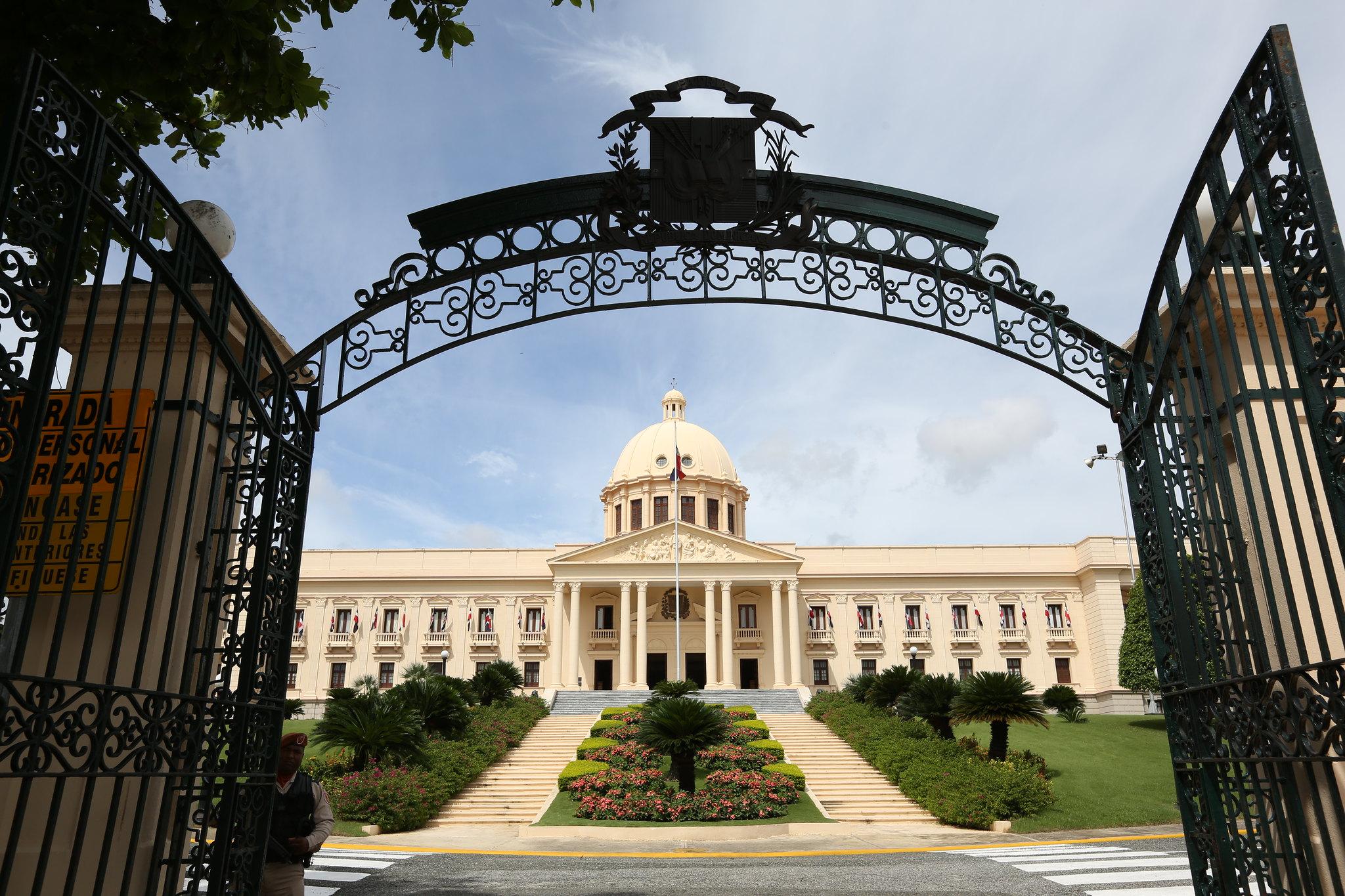 Presidente Medina envía Ley de Cualificaciones al Congreso