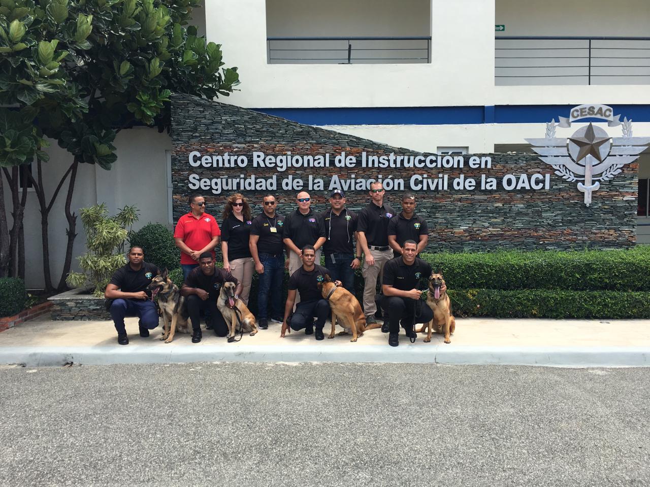 Experto del departamento de EE.UU. evalúan y rectifican la unidad k-9 del Cesac
