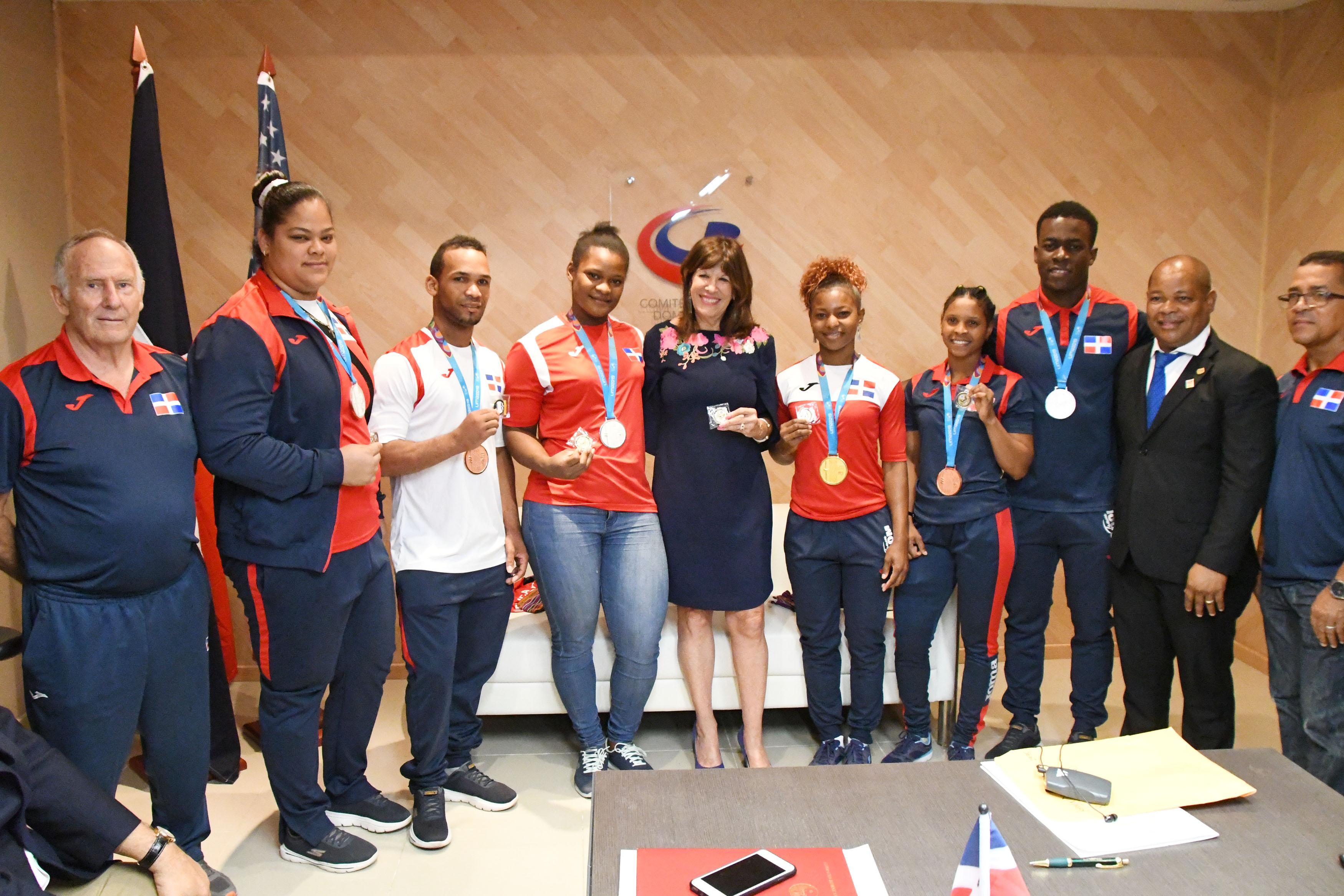 Embajadora de EEUUpresenta programa SAFA alComité Olímpico Dominicano