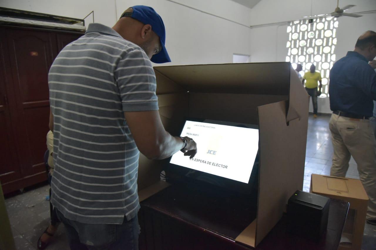 JCE realiza simulacro de votación en centros electorales de Santiago