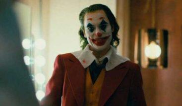 El Joker viaja a los orígenes de su locura para robar el León de Oro