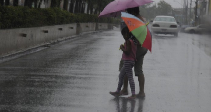 Onamet: Habrá aguaceros partir del medio día; continúan 6 provincias en alerta