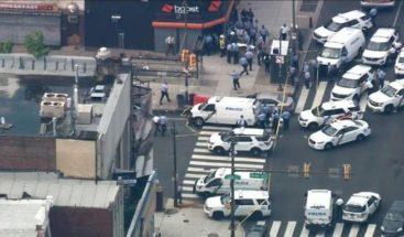 Al menos 5 policías resultan heridos en un tiroteo en Filadelfia,EE.UU.