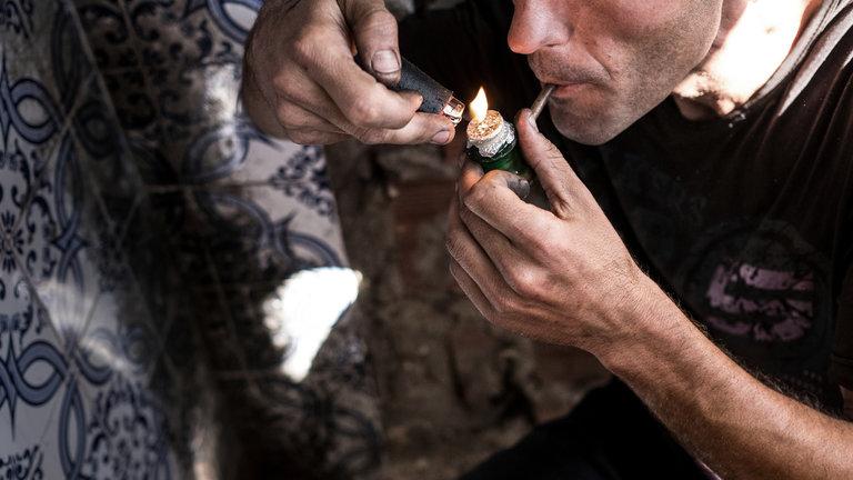 Muertes por sobredosis de droga aumentan en ciudades más que en áreas rurales