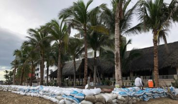 Bahamas apremia a abandonar zonas inundables y a acudir a los refugios