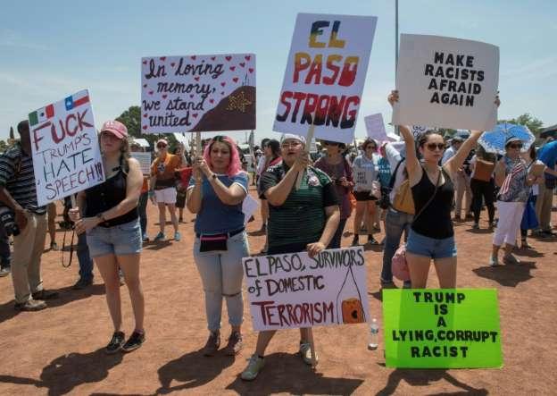 Latinos protestan en El Paso contra odio y racismo tras una semana de masacre