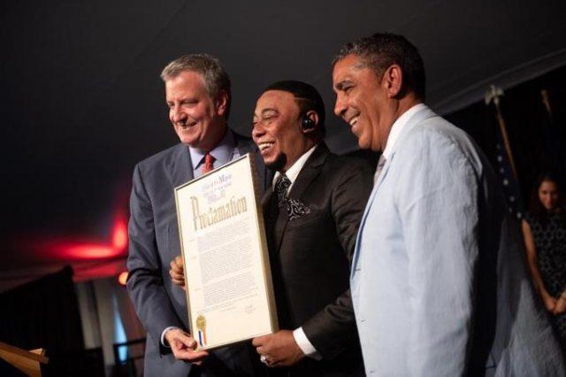 Reconocen a Anthony Santos en New York: invita al mundo conocer a RD