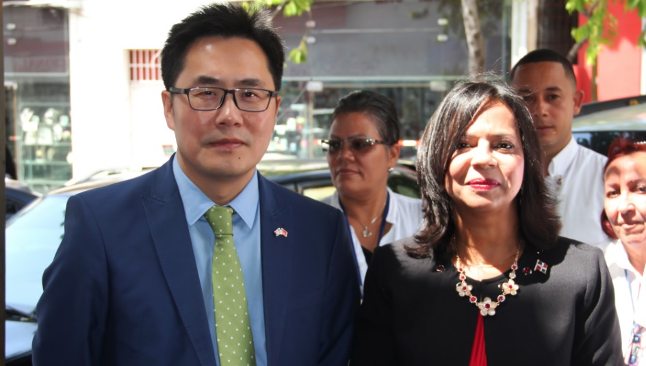 """Embajada China y Pro Consumidor lanzan """"Fomento de las Buenas Prácticas Comerciales para el Barrio Chino"""""""