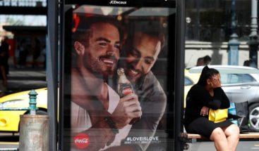 Coca Cola retira en Hungría los carteles criticados por homófobos de derechas