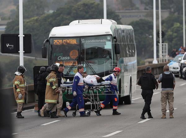 La Policía brasileña abate al secuestrador y libera a los rehenes del autobús