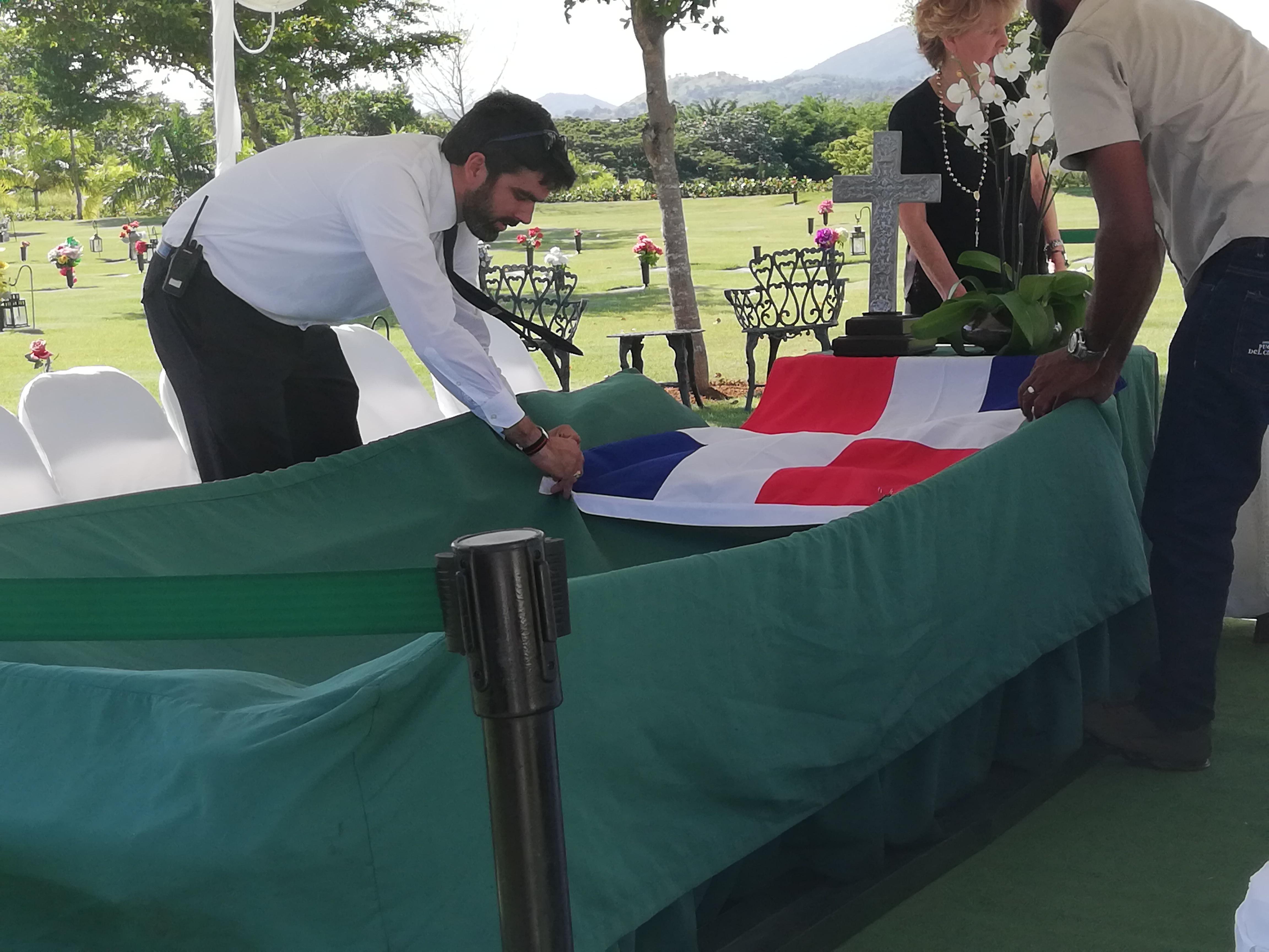 Trasladan restos de Luis Amiama Tió al cementerio Puerta del Cielo