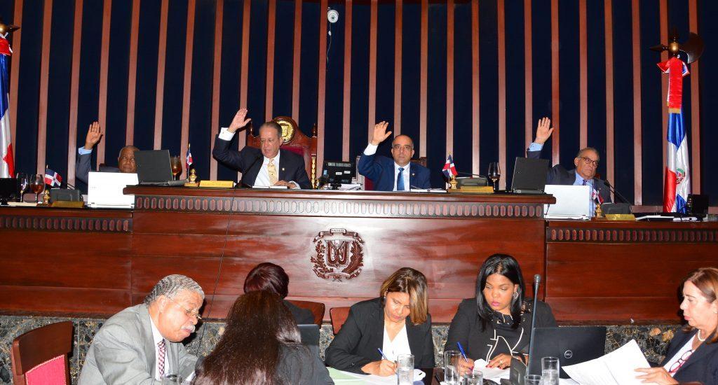 Senadores aprueban resolución que solicita al Poder Ejecutivo aumentar presupuesto a la UASD