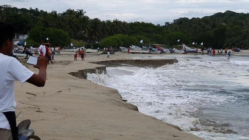 Se 'hunde' la playa de una turística localidad mexicana debido a un extraño fenómeno