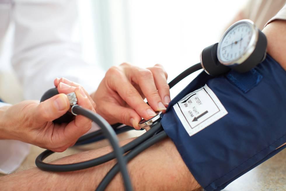 Controlar hipertensión retrasa deterioro cognitivo y desarrollo de demencias