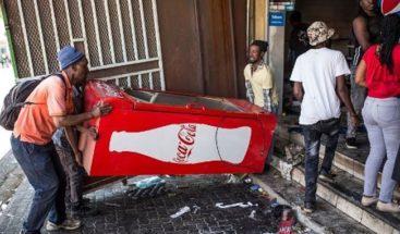 Al menos 5 muertos y 100 detenidos en saqueos y disturbios en Johannesburgo