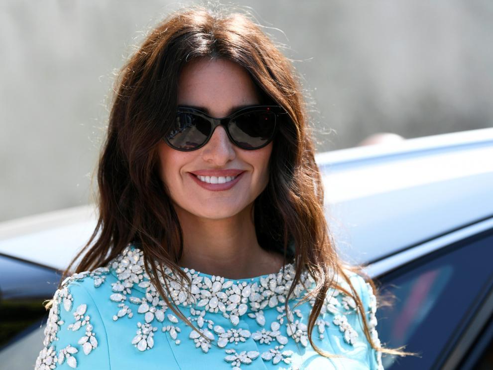 Penélope Cruz llega a Venecia como esposa de un espía cubano