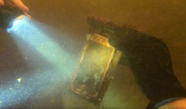 Encuentra un iPhone sumergido en un río por más de 15 meses que aún funciona