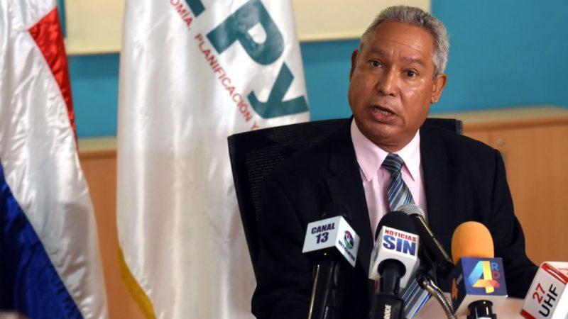 Economista Isidoro Santana recomiendamedidas fiscales para defender personas vulnerables