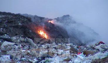 Ingresan más de cien personas con problemas respiratorios por incendio en vertedero de Haina