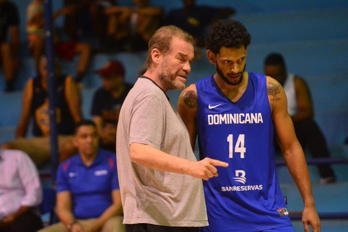 Entrenador de selección de baloncesto dominicano dice