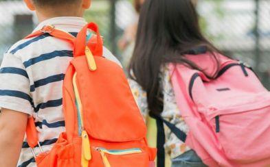 La espalda de las chicas sufre más por el peso de las mochilas que la de los chicos