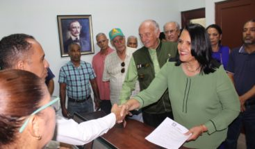 Minou Tavárez Mirabal inscribe precandidatura presidencial de Guillermo Moreno en Alianza País