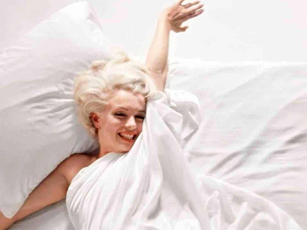 Subastan fotos de la sesión de Marilyn en la cama y la cámara con que se hizo