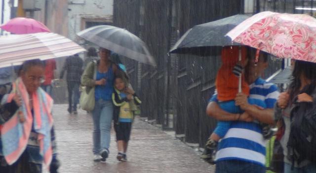 Onamet pronostica aguaceros dispersos y tronadas en varios puntos del país