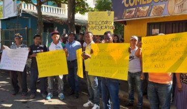 Residentes de una comunidad en Santiago piden a las autoridades reconstrucción de carretera