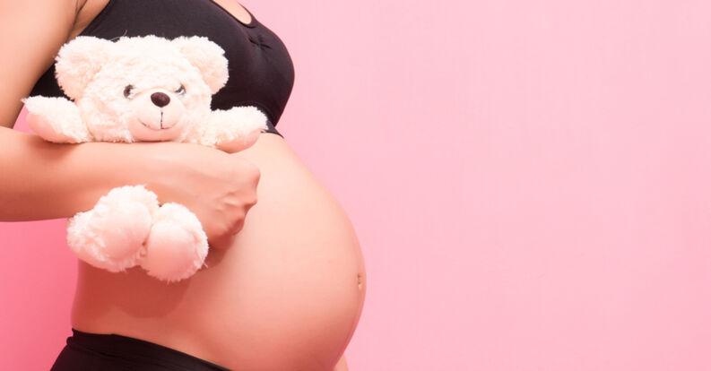 Un mayor nivel de educación protege contra embarazo adolescente, dice experta