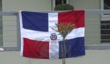 Falta de escudo en la bandera continúa generando malestar social