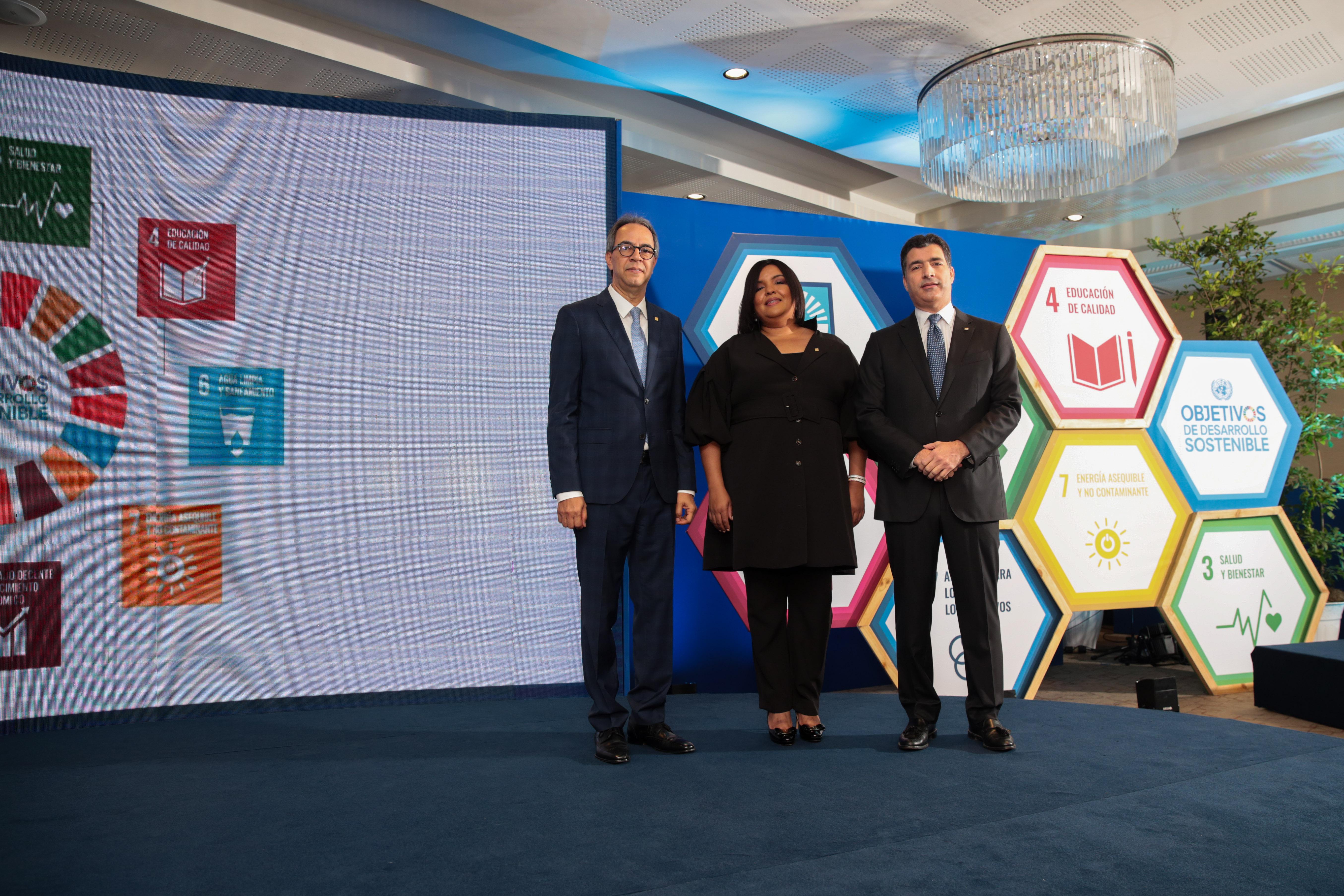 Banco Popular lanza préstamos preferentes para vehículos ecológicos y paneles solares
