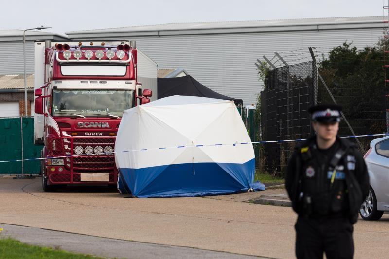 De los 39 muertos en un camión frigorífico, 8 son mujeres y 31 hombres