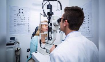 OMS vincula miopía y sedentarismo; no establece vínculo directo con las pantallas