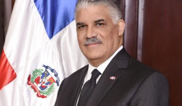 Canciller Miguel Vargas reafirma compromiso con el uso adecuado de la bandera y los símbolos patrios