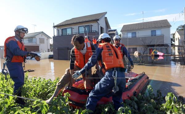 Continúan las labores de rescate en Japón, donde tifón dejó más de 30 muertos