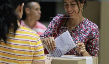 Centros de votación colombianos abren para elegir a alcaldes y gobernadores