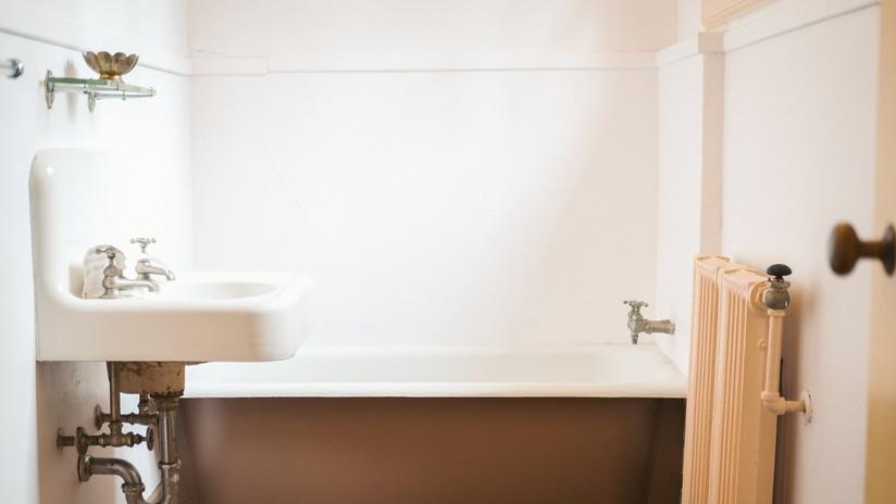 Madre despierta en su casa y encuentra a intrusa a punto de bañar a su hijo de dos años
