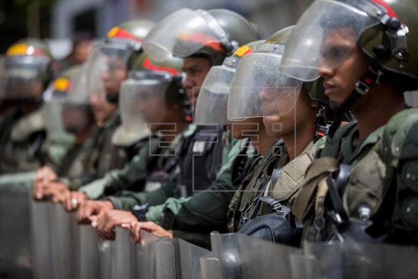 Fuerzas de seguridad impiden protesta opositora contra apagones en Venezuela