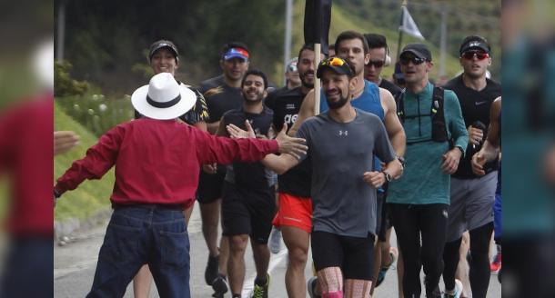 Atleta colombiano culmina travesía tras correr 400 kilómetros en 16 días