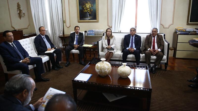 Presidente se reúne con instituciones responsables del Plan Nacional de Edificaciones Escolares
